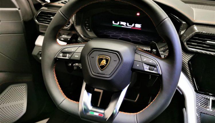 Volant Lamborghini Urus